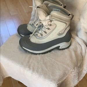Columbia silver and cream snow boots